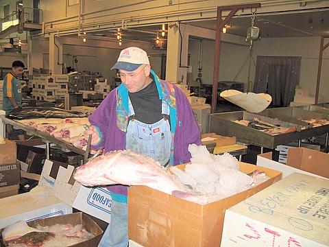 New fulton fish market at hunts point blue ribbon co inc for Fish market bronx
